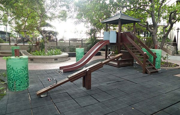 Sathorn-Garden-Bangkok-condo-for-sale-playground