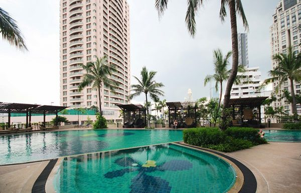 Sathorn-Garden-Bangkok-condo-for-sale-swimming-pool-2