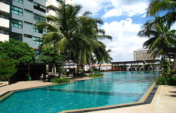 Sathorn-Garden-Bangkok-condo-for-sale-swimming-pool